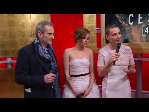 Kristen Stewart, Olivier Assayas et Juliette Binoche sur le tapis rouge des César 2015