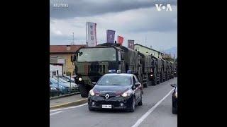 意大利出动军用卡车转运病逝者遗体棺材