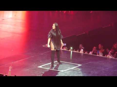 Demi Lovato Give your heart a break Kiss Cam Dallas Tx Tell Me you love me Tour