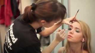 Школа визажа Hollywood на Volvo Fashion Week(Визажисты и парикмахеры школы визажа и парикмахерского искусства Голливуд создают образы моделям на Недел..., 2012-01-12T19:48:49.000Z)