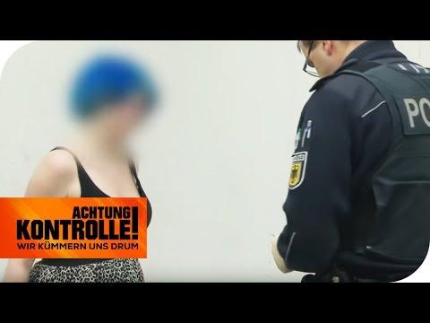 'H*rensohn!' Punkerin beleidigt die Polizei bei Kontrolle! | Achtung Kontrolle | kabel eins