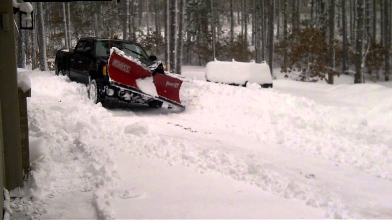 2012 GMC Denali HD 2500 w/ Boss V-Plow plowing 20 inches ...