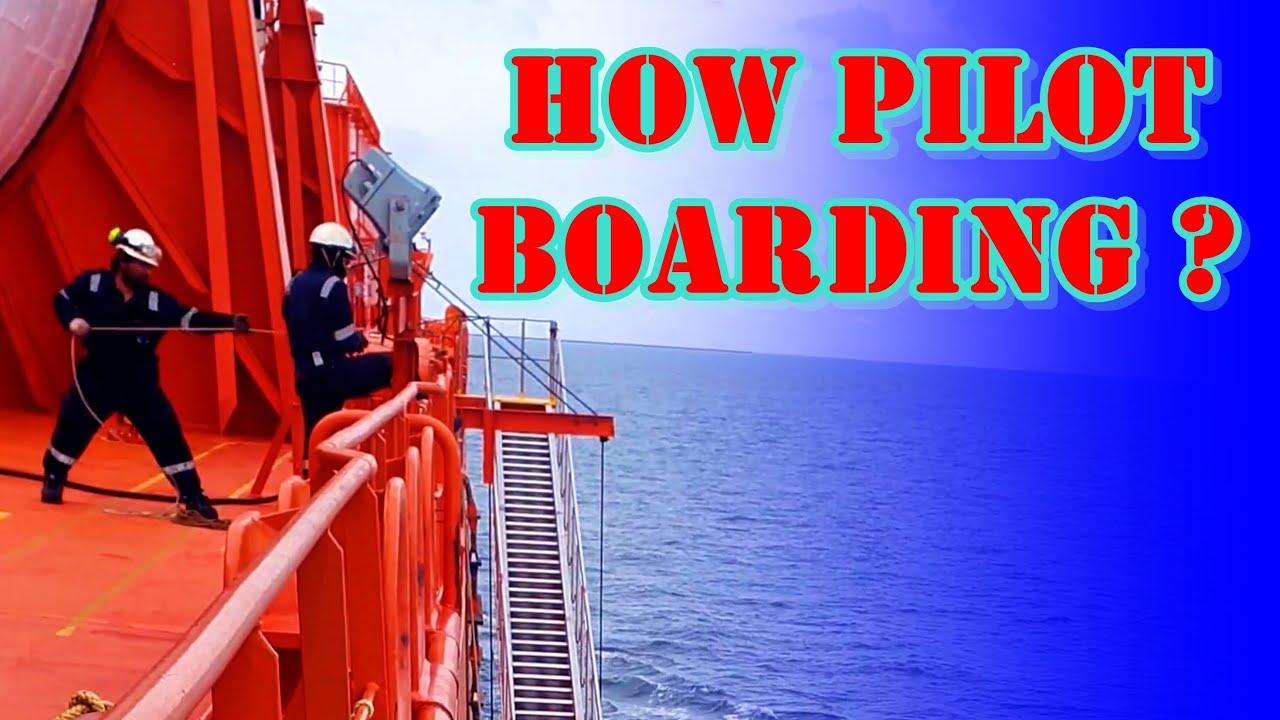 Vezi cum urcă o Femeie Pilot la Bordul Navei!