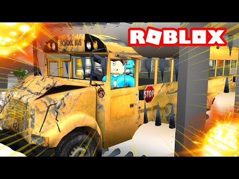 WE CRUSHED A GIANT BUS IN ROBLOX!   MicroGuardian