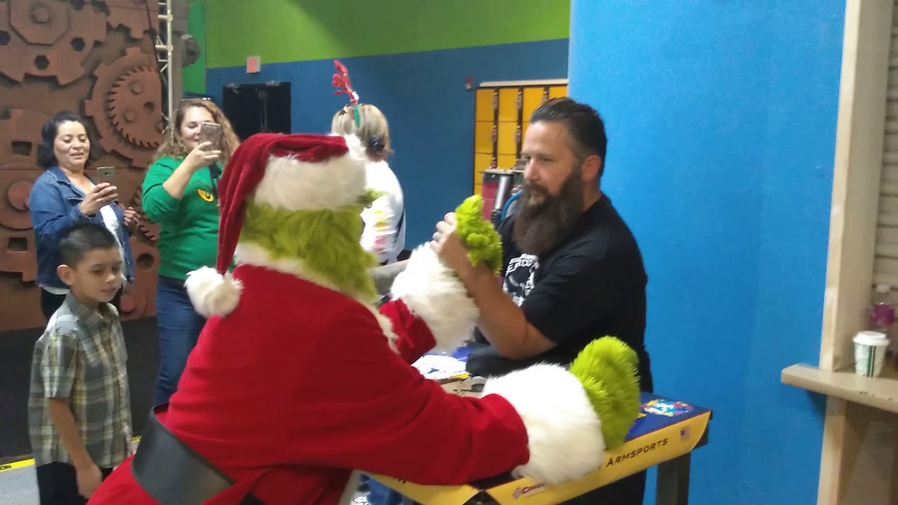 Grinch Arm Wrestle