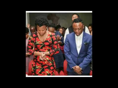 Zodwa Wabantu goes to Church Pantyless shows her pussy to pastor and church members thumbnail