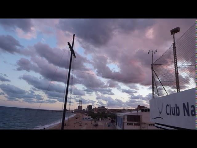 L'anomenat rebuf pot formar grans núvols a la costa central - Badalona - Agost 2020