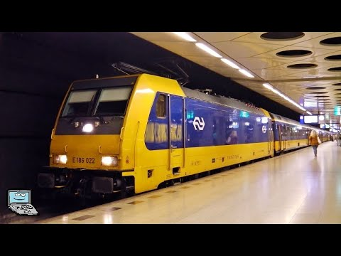 Schiphol Airport [Amsterdam Flughafen] mit/met Intercities (+direct, E 186, VIRMs), Sprinters