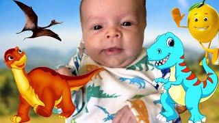 Малыш и динозавры | Детские игры игрушки | Обзор new born | Ребенок играет с папой| младенец говорит