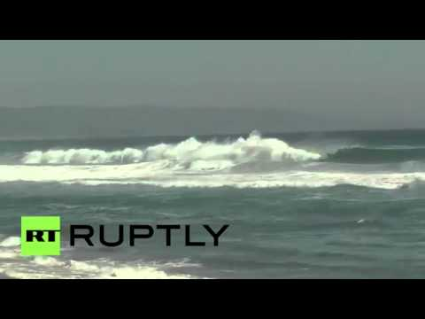 Hard-core surfers ride giant hurricane waves, August 29, 2014 - RT America  - Pu2Kwmx_hAg -