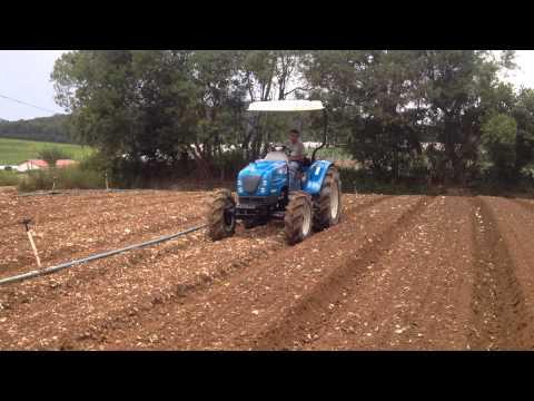 LS Tractor U60R com implemento enxada rotativa.