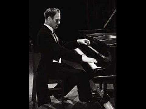 "Sviatoslav Richter plays Ravel ""Pavane"""