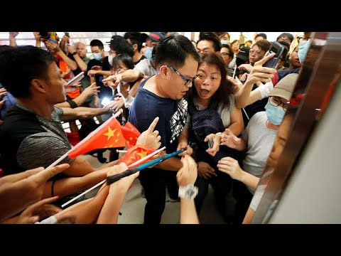 يورو نيوز:شاهد: مركزٌ تجاري مسرحٌ للمواجهات في هونغ كونغ بين مؤيدين ومعارضين للحكومة …