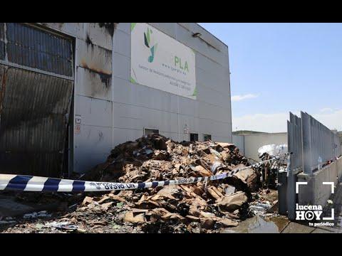VÍDEO: Un incendio calcina parcialmente las instalaciones de la empresa de recogida de residuos Gerpla en Lucena