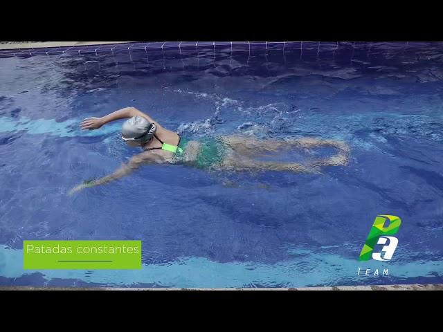 Nadada libre con cabeza afuera