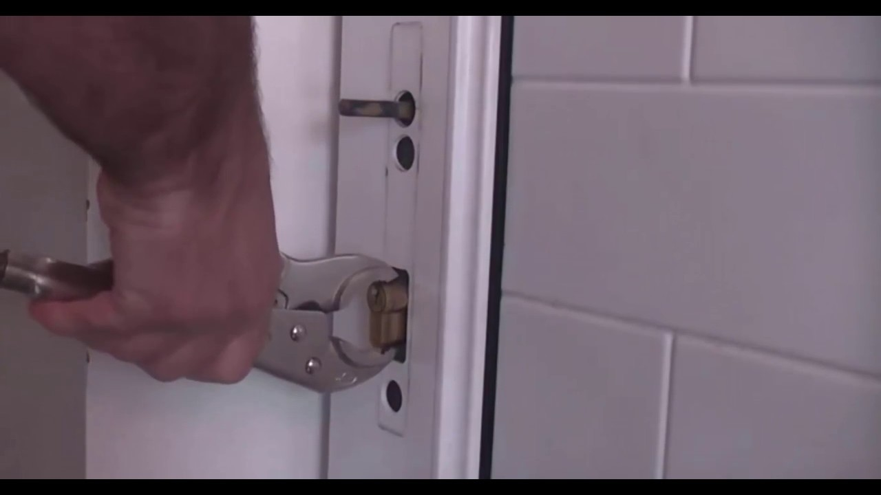 Persa la chiave aprire la serratura e riparare il - Come cambiare serratura porta interna ...