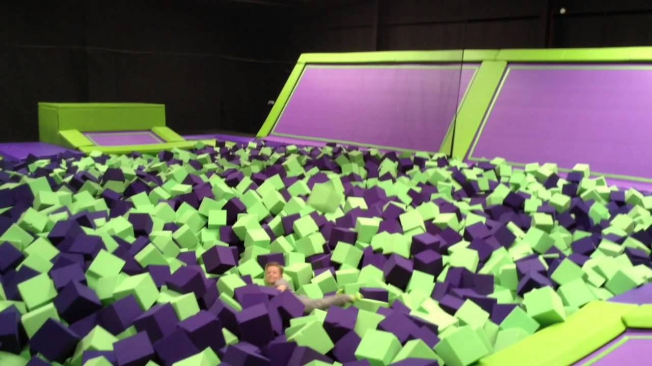 Jump Giants trampoline park - YouTube