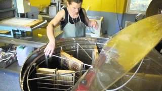 Extraction miel de bruyère callune, l'Abeille Bleue.