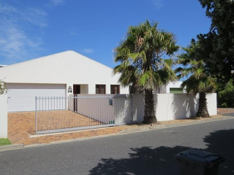 4 Bedroom House For Sale in Marina Da Gama, Cape Town, Western Cape, South Africa for ZAR 2,895,000