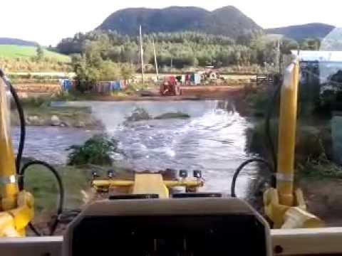 Motoniveladora Caterpillar 120K-Dando apoio nas enchentes