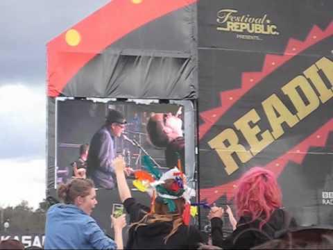 27ago2011 the sun and the rain (640x480) reading festival madness