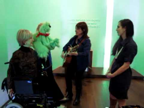 Mary Rice Hopkins singing the Hippo Song With Joni Eareckson Tada & Darcie Maze with Green Go