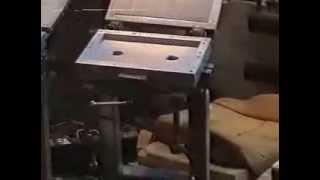 Процесс заливки ППУ в формы для терок, использующихся в монтажных работах(http://www.polymerkomplex.com/ Изготовление терок из ППУ для монтажных работ. Заливка ППУ в формы осуществляется с помощь..., 2014-01-09T07:30:44.000Z)