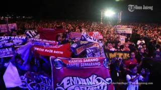 Wow, Endank Soekamti Hibur Ribuan Kamtis di Stadion Undip Semarang (VIDEO)