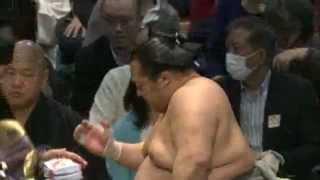 平成25年春場所8日目 日馬富士vs豊ノ島 先日大関鶴竜を破った豊ノ島が...
