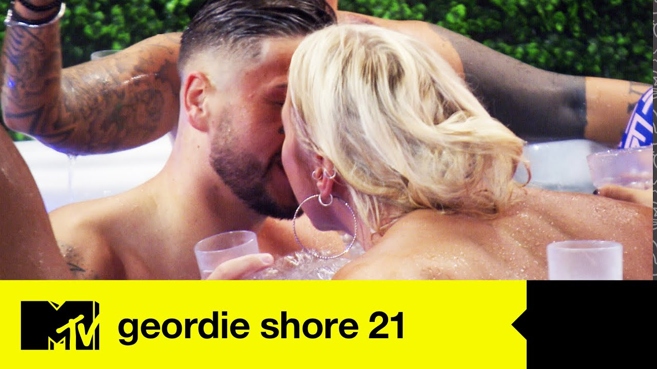 EP #1 CATCH UP: Amelia Lily's Loving Life In The Geordie Shore House | Geordie Shore 21