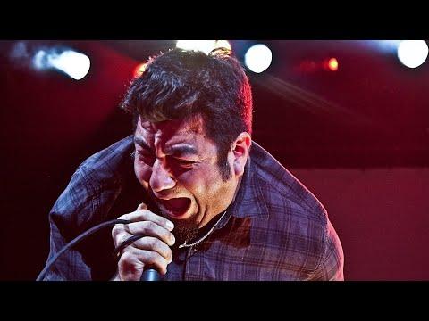 Deftones' Chino Moreno Reveals Concert Nightmares + Talks 'Ohms'