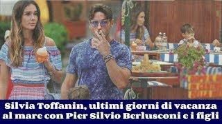 Silvia Toffanin, ultimi giorni di vacanza al mare con Pier Silvio Berlusconi e i figli
