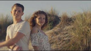 Смотреть клип Lou & Adryano - Une Fille Du Soleil
