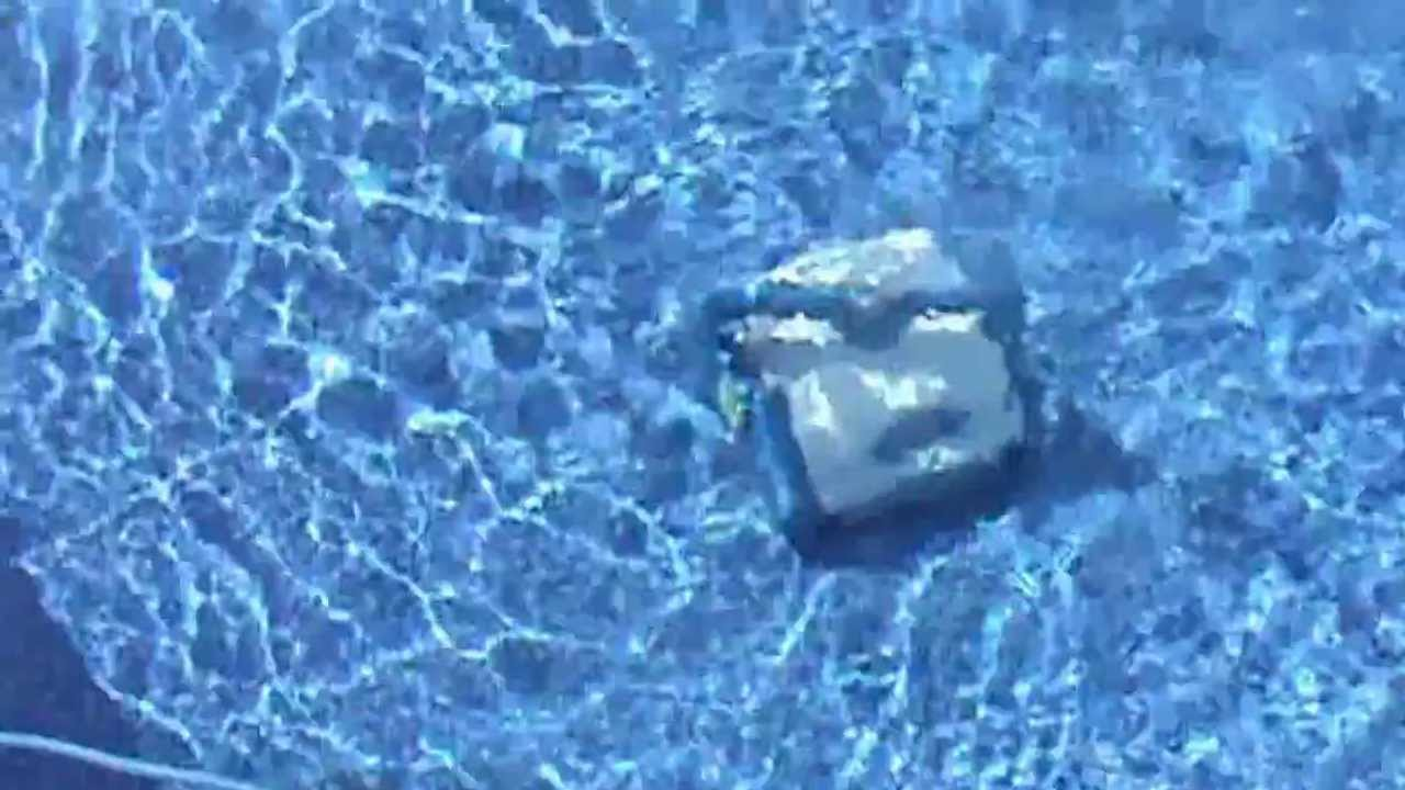 Aquabot - Robotic pool Cleaner