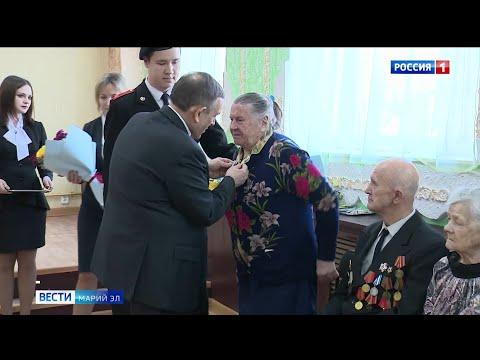 Глава Марий Эл вручил ветеранам медали во время рабочей поездки в Козьмодемьянск