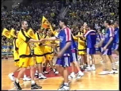 Discurso de Ramón Trecet antes del partido AEK-TAU de la SF de Euroliga 00/01