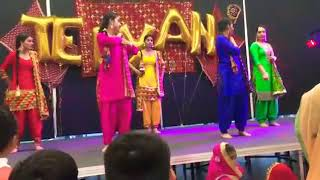 Dance performance girls bhangra @ Teeyan Perth Australia 2017