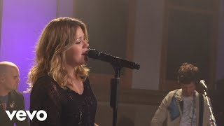 Kelly Clarkson - Walk Away (Walmart Soundcheck 2009)