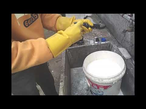 Electric paint roller cleaning