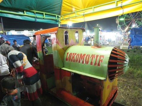 Permainan Kereta Lokomotif Di Pasar Malam