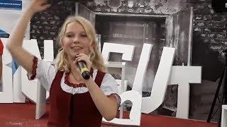 Ukrainian Walmart yodeling girl