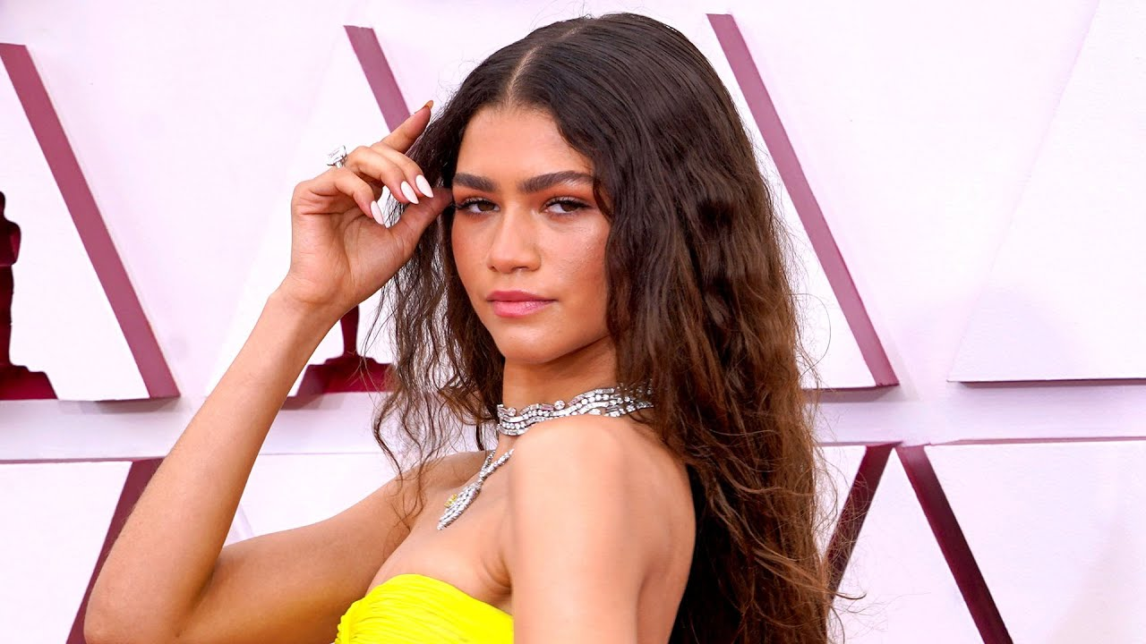 Zendaya STUNS in GLOW-IN-THE-DARK Gown to Present at the 2021 Oscars