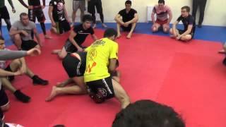Выход на удушающий прием в бою по правилам  MMA.  Мастер класс Михаила Малютина(Как выйти на удушающие приемы