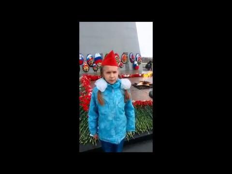 Изображение предпросмотра прочтения – МарияМигунова читает произведение «Героям победы спасибо» О.В.Масловой