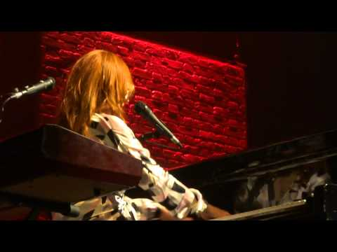 Tori Amos - Tear In Your Hand - Linz 2014 FULL HD