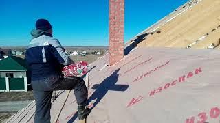 Монтаж ВЕТРОЗАЩИТЫ под металлочерепицу. Холодная крыша без контррейки. Обходим трубы.
