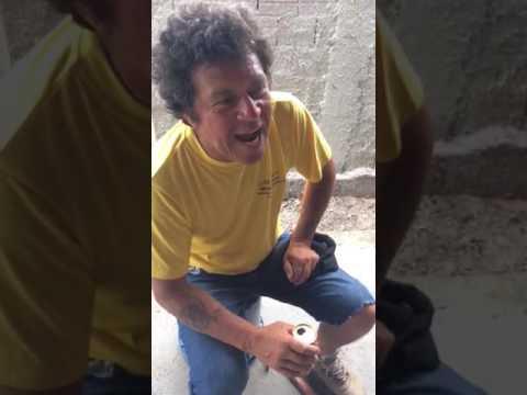 Pedreiro Ismael surpreende no cover de What's Up - 4 Non blondes