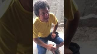 Pedreiro Ismael surpreende no cover de What