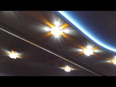 Скошенные углы на натяжном потолке фото