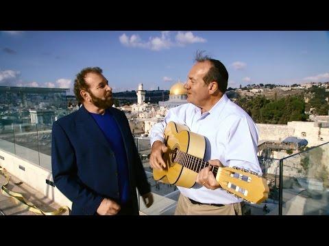 Rabbi Eckstein and Dudu Fisher Make Music in Jerusalem